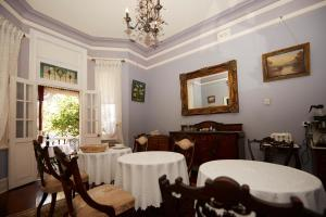 A restaurant or other place to eat at Pension of Perth