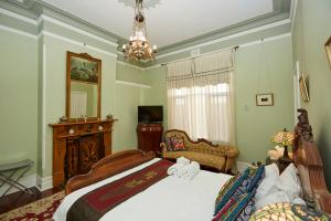 A bed or beds in a room at Pension of Perth