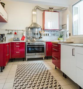 A cozinha ou cozinha compacta de Two Pillows Boutique Hostel