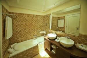 A bathroom at Vila Alba Resort