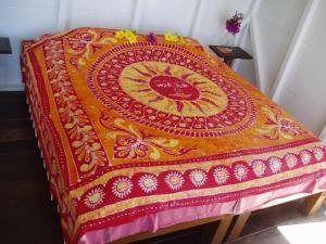 A bed or beds in a room at El Momo Cottages