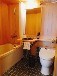 A bathroom at Yuzuya Ryokan