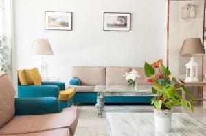 Een zitgedeelte bij Apartment Puerto Banus Marbella