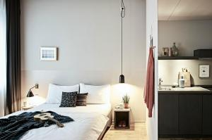 A bed or beds in a room at Bold Hotel München Giesing
