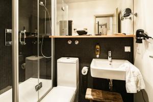 A bathroom at Bold Hotel München Zentrum