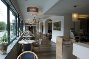 A restaurant or other place to eat at Hotel Restaurant Tychon AG