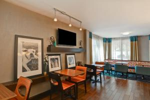 A television and/or entertainment center at Hampton Inn Columbia-I-26 Airport
