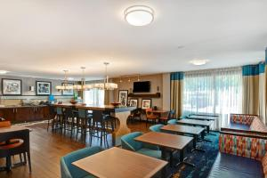 A restaurant or other place to eat at Hampton Inn Columbia-I-26 Airport