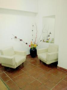 A seating area at Avenida Hotel