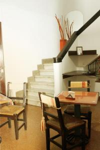A restaurant or other place to eat at Avenida Hotel