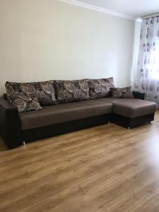 Гостиная зона в 1 комнатная квартира в Когалыме