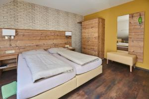 Ein Bett oder Betten in einem Zimmer der Unterkunft Hotel Rössle