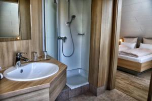 Ein Badezimmer in der Unterkunft Landgasthof zum Hirschen