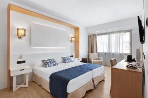 Cama o camas de una habitación en THB Los Molinos Adults Only