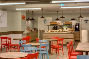 A restaurant or other place to eat at MEININGER Milano Lambrate