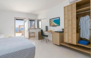 A television and/or entertainment center at Psaravolada Hotel Milos