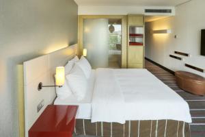 Ein Bett oder Betten in einem Zimmer der Unterkunft Radisson Blu Media Harbour Hotel, Düsseldorf