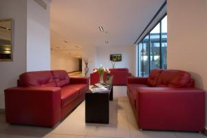 A seating area at Garden Hotel