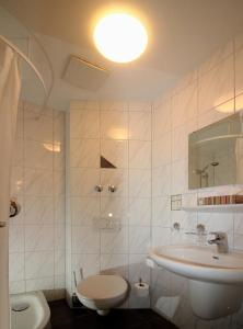 Ein Badezimmer in der Unterkunft Hotel-Restaurant Axion