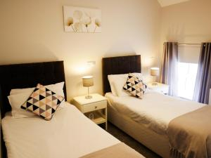 A bed or beds in a room at Townhouse Tullamore