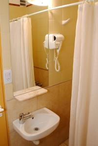 A bathroom at Hotel Inti Huasi