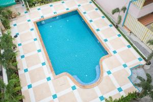 A view of the pool at City 1 Residence or nearby
