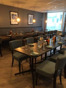 A restaurant or other place to eat at Finnsnes Hotel