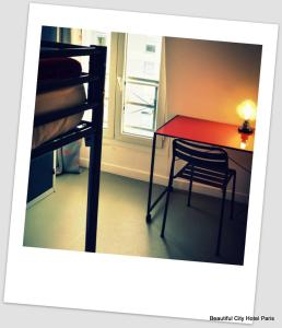 A bunk bed or bunk beds in a room at Beautiful Belleville Hôtel & Hostel
