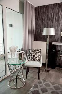 Ein Sitzbereich in der Unterkunft Kurhaus Design Boutique Hotel