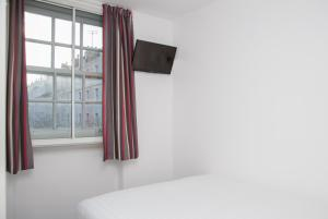 A bed or beds in a room at easyHotel Paddington