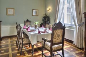 Restauracja lub miejsce do jedzenia w obiekcie Pałac Racot