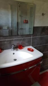 A bathroom at La Garriniere