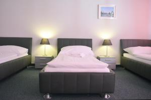 A bed or beds in a room at Primestay Apartmenthaus Zürich Seebach