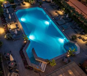 A view of the pool at Hotel Florida or nearby