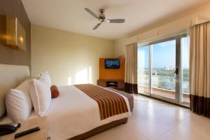 A bed or beds in a room at Krystal Urban Cancun Centro