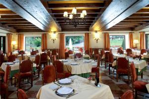A restaurant or other place to eat at Parador de Fuente Dé