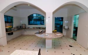 A kitchen or kitchenette at Hotel Indaiá