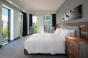 Łóżko lub łóżka w pokoju w obiekcie Hampton By Hilton Warsaw Mokotow
