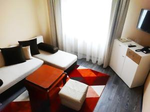 A seating area at Hotel Simona Complex