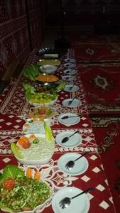 Restauracja lub miejsce do jedzenia w obiekcie Wadi Rum Quiet Village Camp
