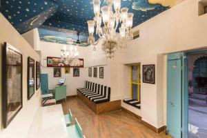 The lobby or reception area at Gypsy Child Lake Hostel Udaipur