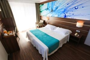 Een bed of bedden in een kamer bij Hotel Volga