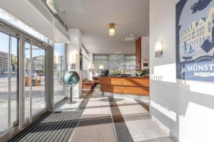The lobby or reception area at Hotel Conti Am Hauptbahnhof