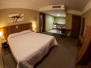 A bed or beds in a room at Tri Hotel Executive Caxias