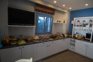 A kitchen or kitchenette at Unique Galini Oia - Adults Only