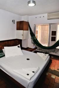 A bathroom at Laranjeiras Hostel