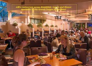 A restaurant or other place to eat at Canyon Plaza Premier Studio and Apartments
