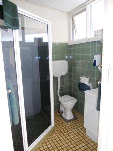 A bathroom at Mountain View Country Inn