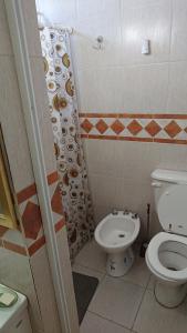 A bathroom at Departamentos céntricos con parrilla