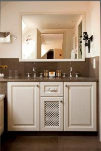 A kitchen or kitchenette at Hotel Prinsenhof managed by Dukes' Palace